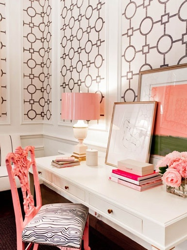 Think I need more drawers but I like the simplicity of the desk but again, the surrounding decor makes it so visually appealing. [photo credit: bellemaison23]